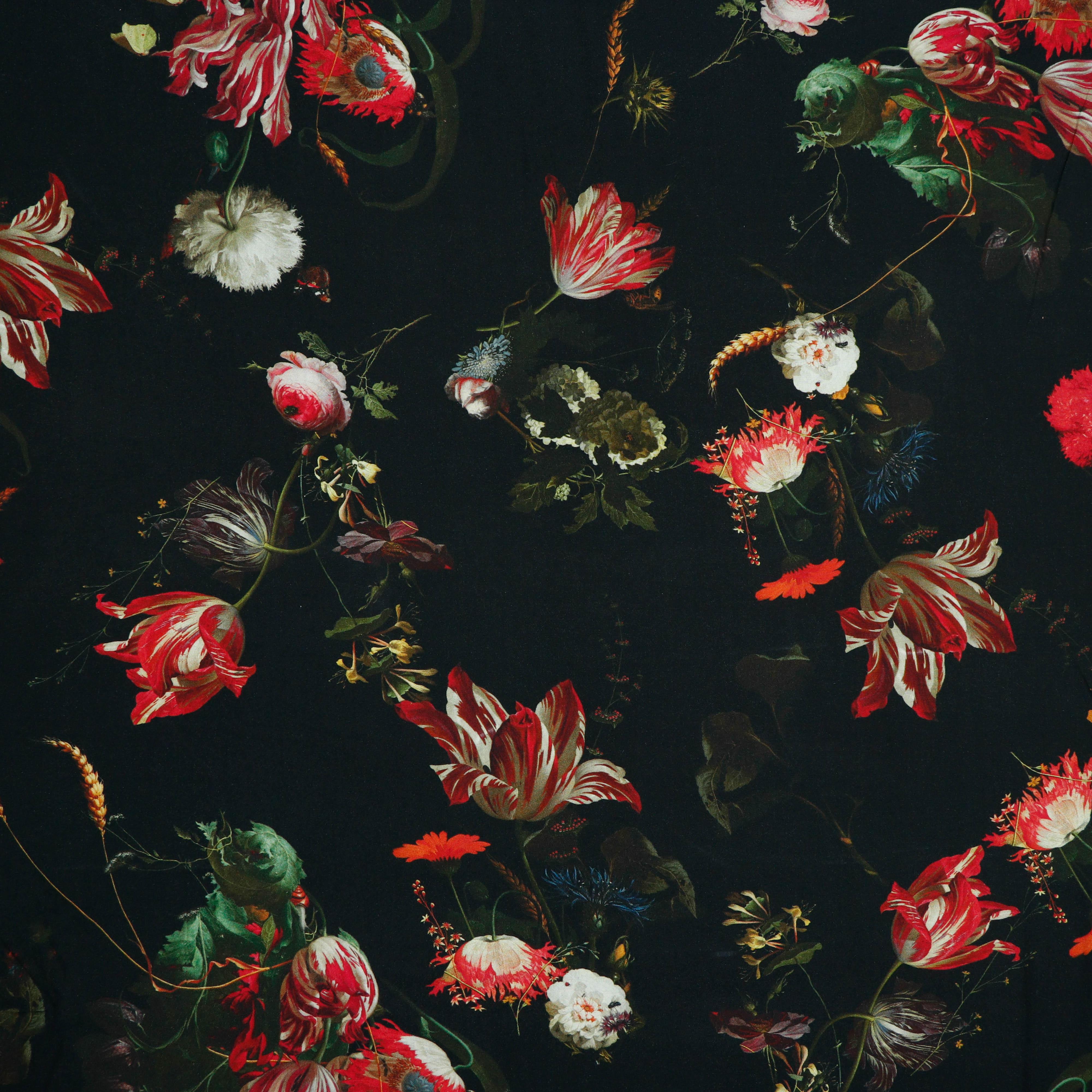 Viskose Papageienblumen auf Schwarz